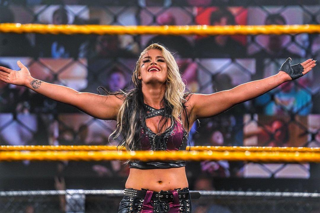 WWE Women 🌸, � Toni Storm �