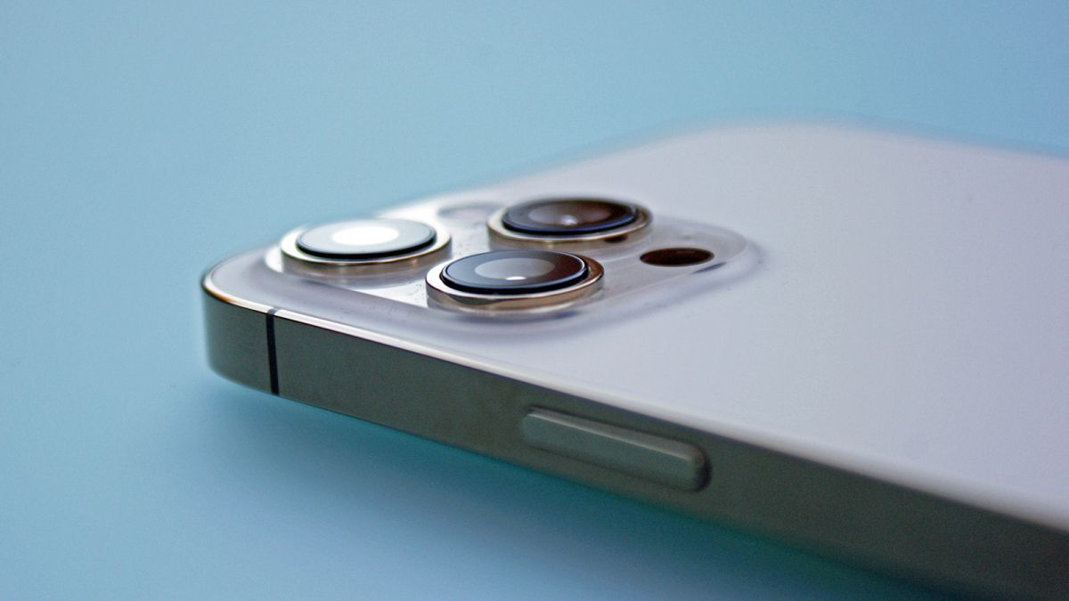 The iPhone 13 dummy unit looks like smaller notches, bigger cameras