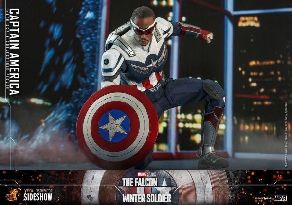 Captain-America-Sam-Wilson-Hot-Toys-3-600x422