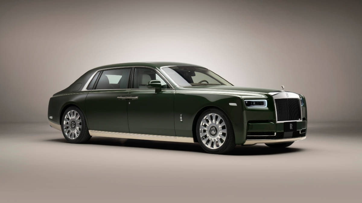 Rolls-Royce created a unique 'Oribe Green' shade for a two-tone green and creamy white color scheme.  Photo: Rolls-Royce