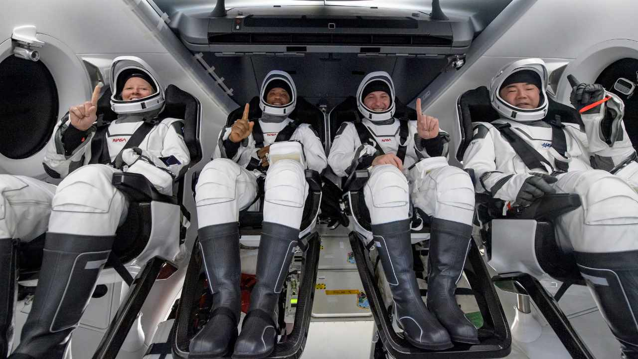 Four astronauts splash down at night for the first time since 1968 in SpaceX crew dragon- Technology News, Firstpost