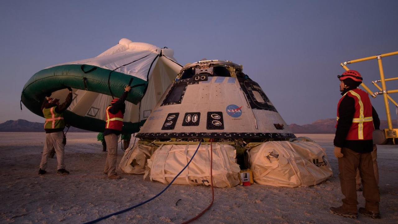 The protective tent will be used to cover the Boeing CST-100 Starliner after landing with a parachute after an orbital flight test for NASA's Commercial Crew programs.  Photo: NASA