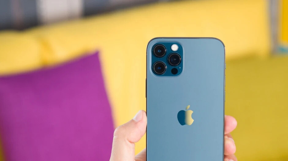 No other company will buy as many OLED display panels as Apple in 2021