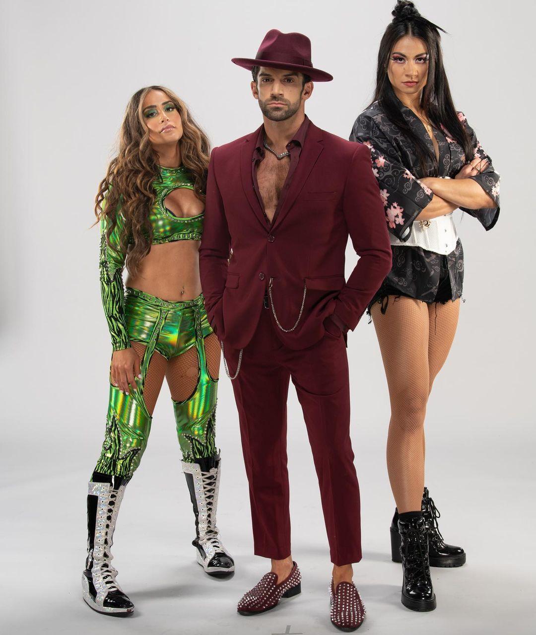 WWE Women 🌸, � Robert Stone Brand �
