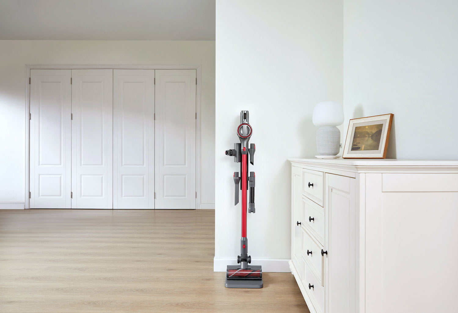 The Roborock H7 is both a vacuum cleaner and a mop