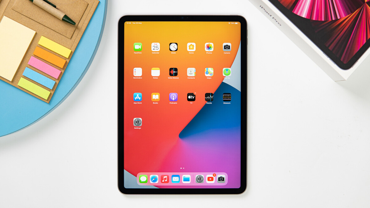 Students receive free 2.  generation AirPods with the purchase of the iPad Pro (2021) during the Back to School campaign