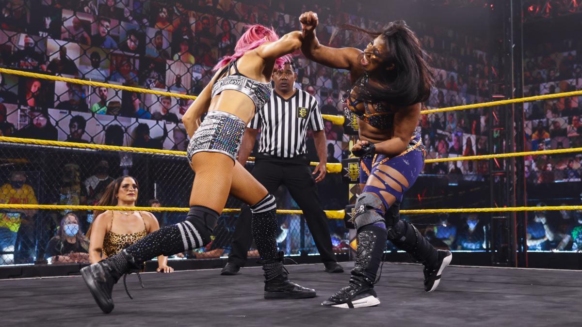 WWE Women 🌈, Dakota Kai (with Raquel Gonzalez) vs Ember ...
