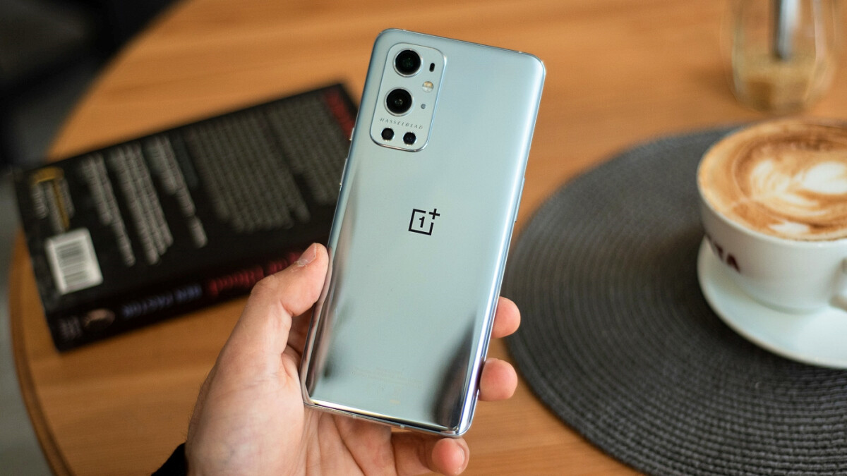 """A limited edition """"Flash Silver"""" OnePlus 9 Pro revealed;  Look"""
