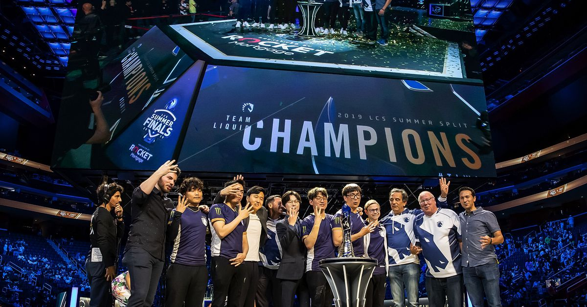 League of Legends US championships welcome back personal fans
