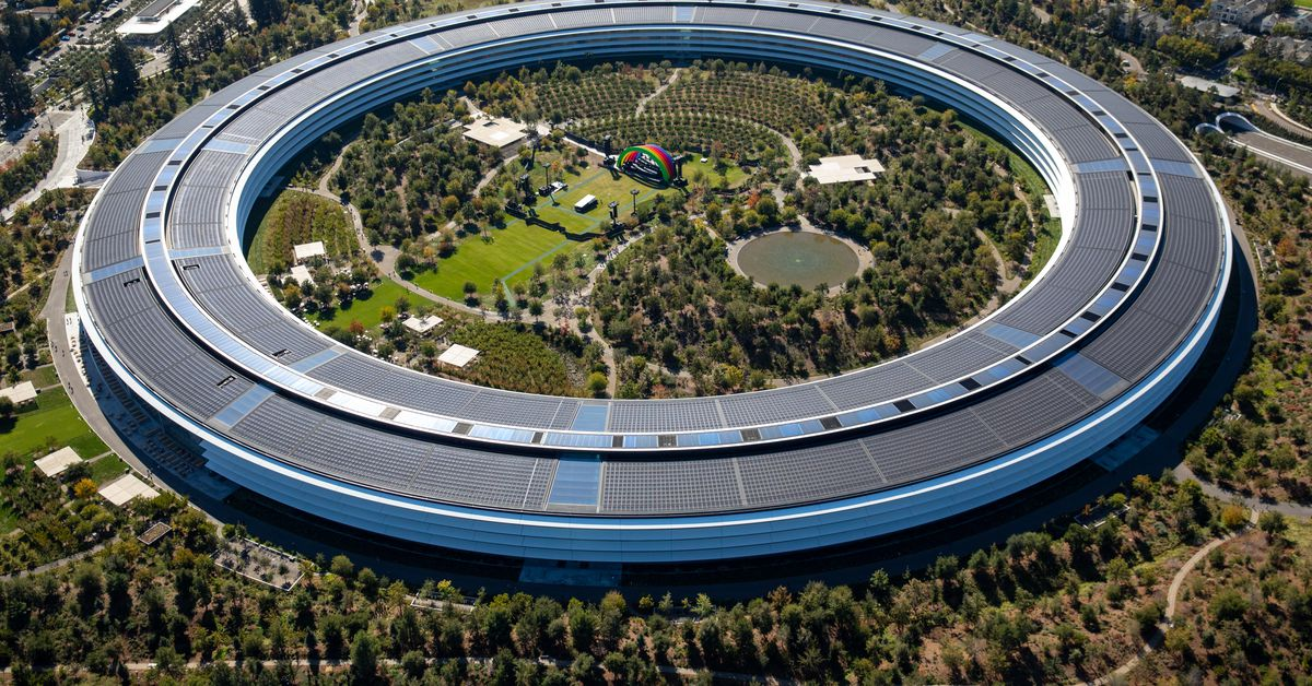 Apple pushes back to offices due to increased number of COVID cases: report