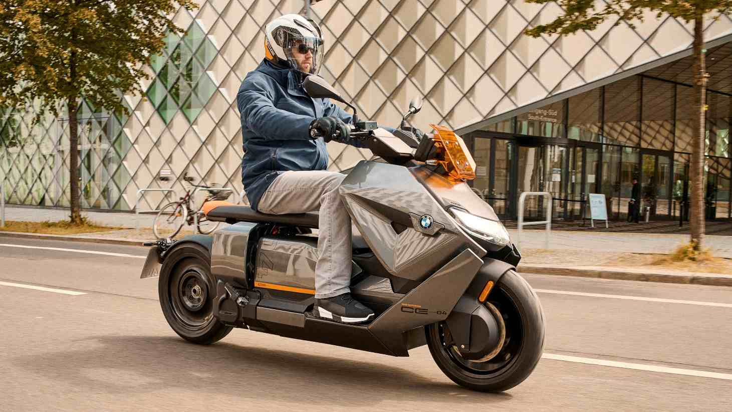 BMW CE 04 electric scooter debuts in production mode at 130 kilometers - Technology News, Firstpost