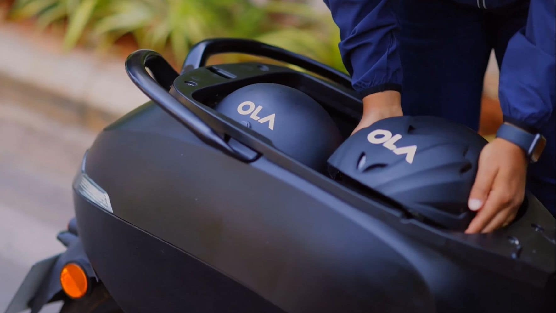 The Ola electric kickboard can store two half-helmets in its storage compartment under the seat.  Photo: Ola Electric