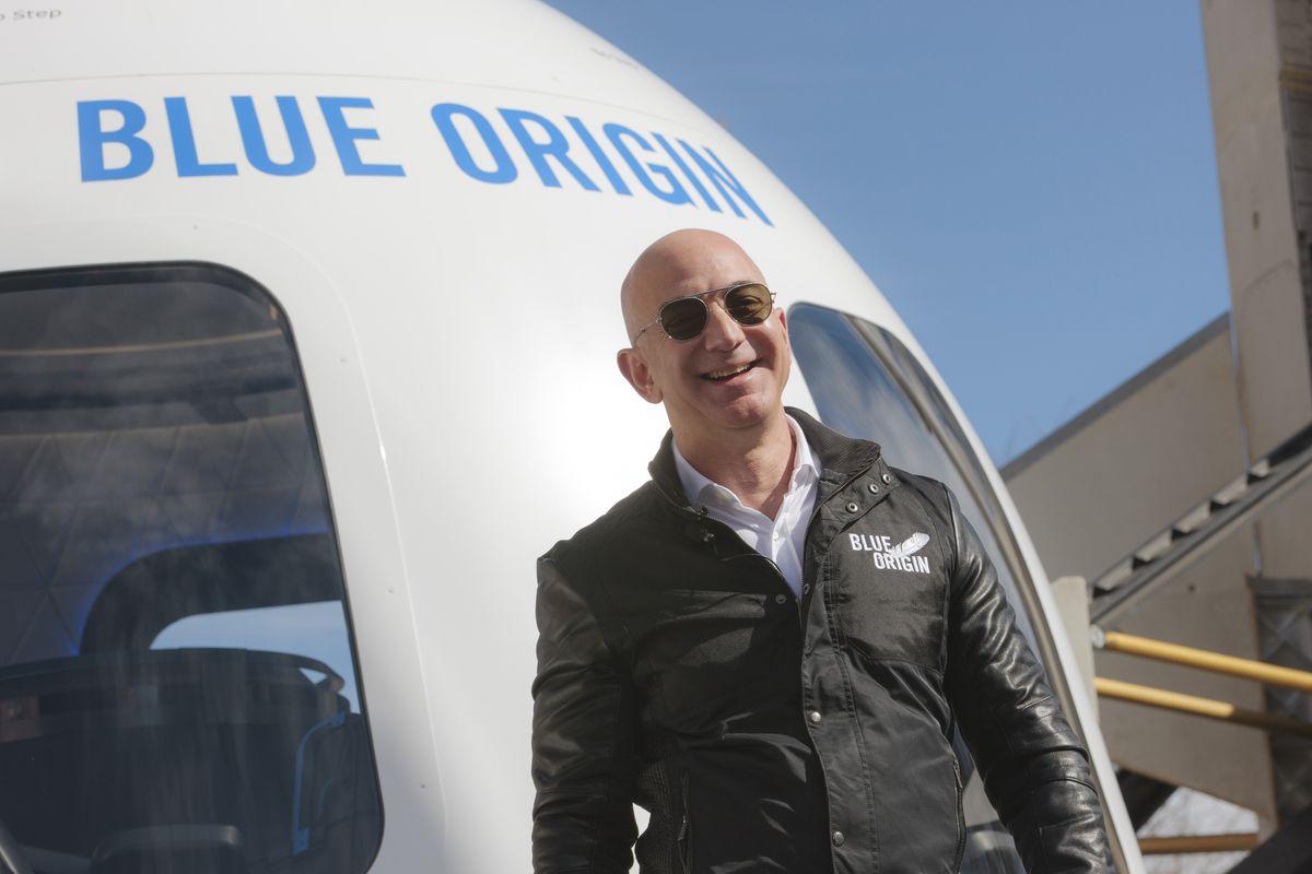Amazon CEO Jeff Bezos Introduces Blue Origin & nbsp;  New Shepard system