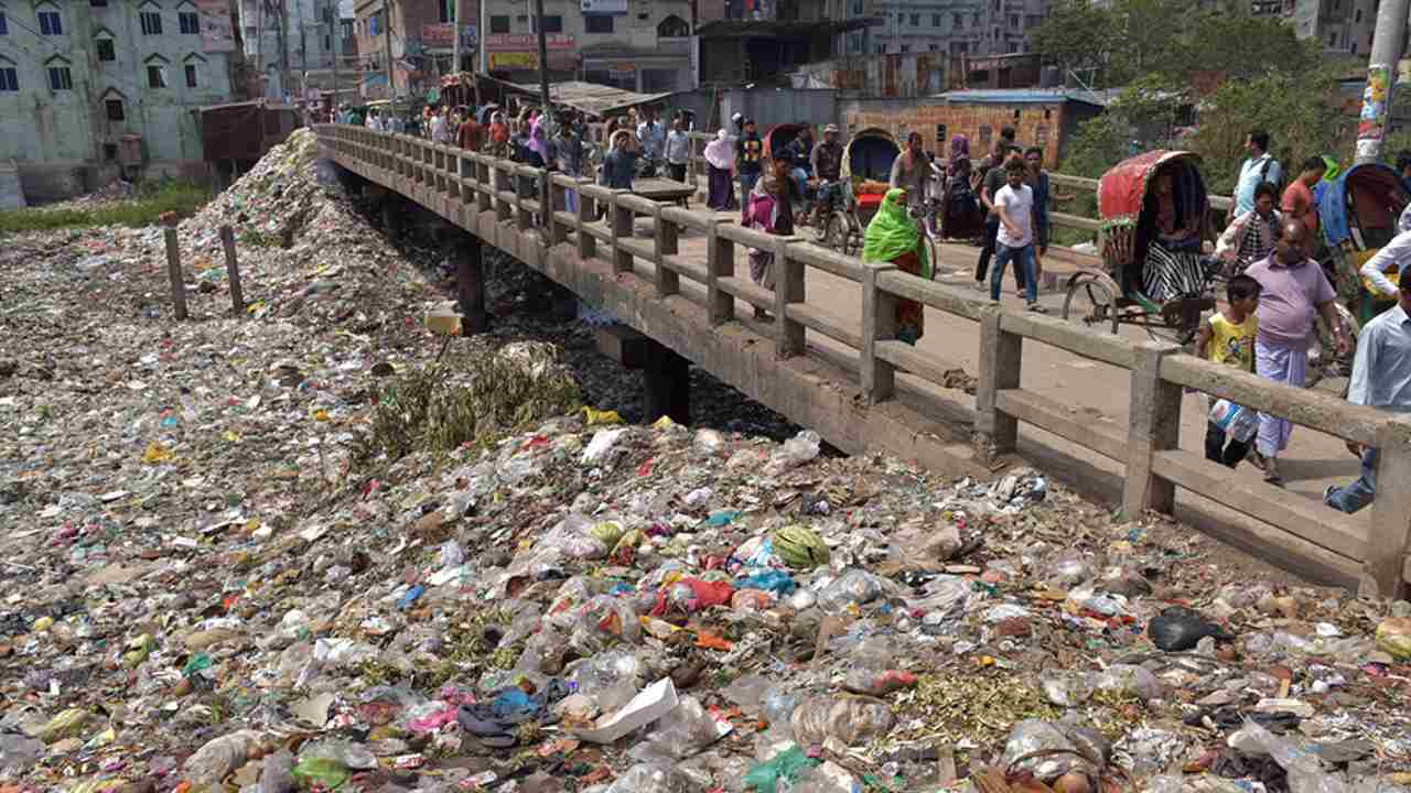 Once an important commercial waterway, the Buriganga river in the southwest outskirts of Dhaka, Bangladesh, has now turned into a plastic river. Photo by Shahriar Hossain (Bangladesh)