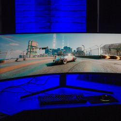 """<em> The blue light visible at the back did not radiate from behind the screen.  Samsung installed it at a press conference. </em>""""/></noscript><br />             </a><br />             <span class="""