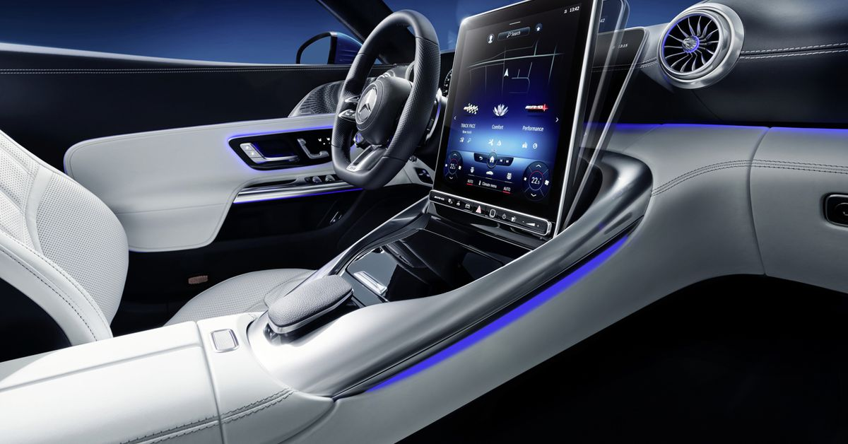 Mercedes-Benz's new Roadster has a Flippy touch screen