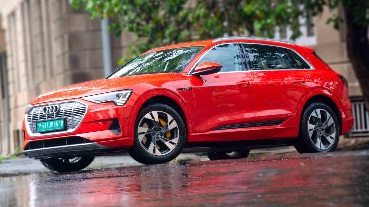 Owners of the Audi e-tron can use the download options at Audi dealerships free of charge from the end of 2021. Photo: Audi India