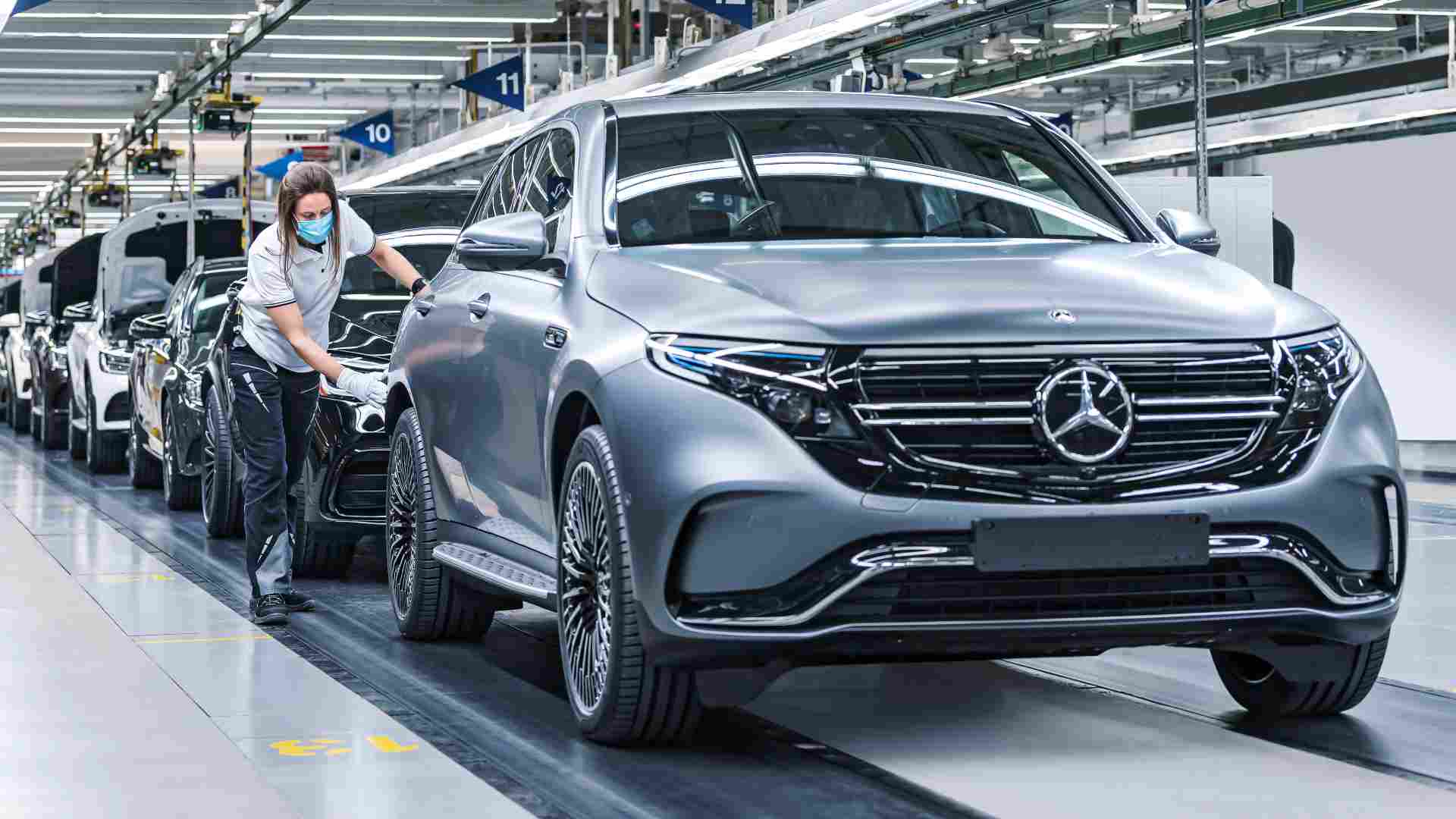 Mercedes-Benz estimates that electrified vehicles will account for half of world trade by 2025.  Photo: Mercedes-Benz
