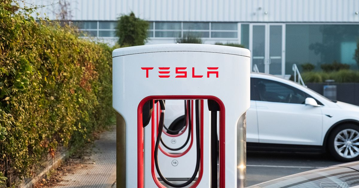 How Tesla opens its supercharger to other electric cars