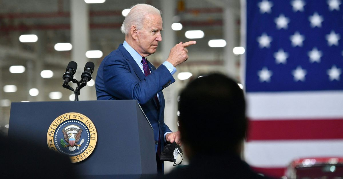Biden wants half of the new cars sold in 2030 to be hybrid or fully electric